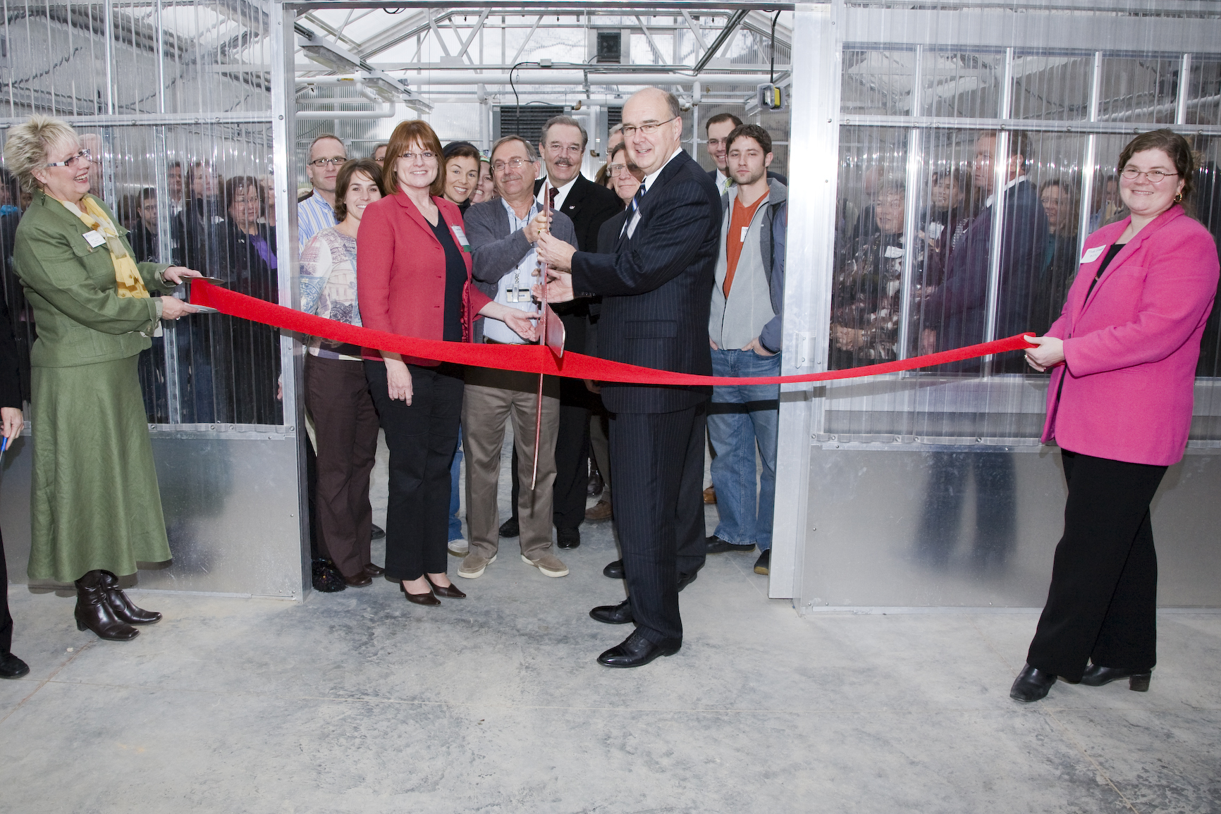 Ultramodern Greenhouse Goes Green on Campus