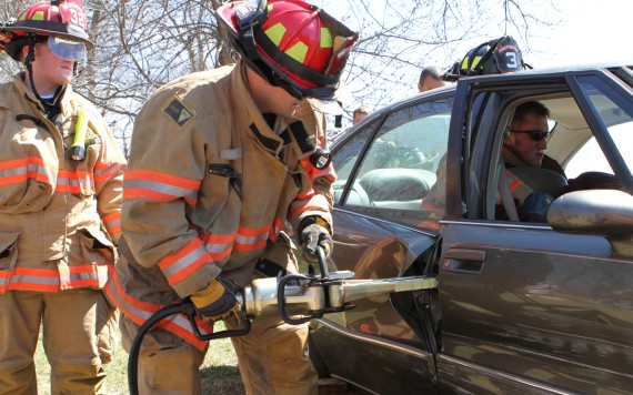 FR/EMT Students Conduct Patient Extrication Exercise