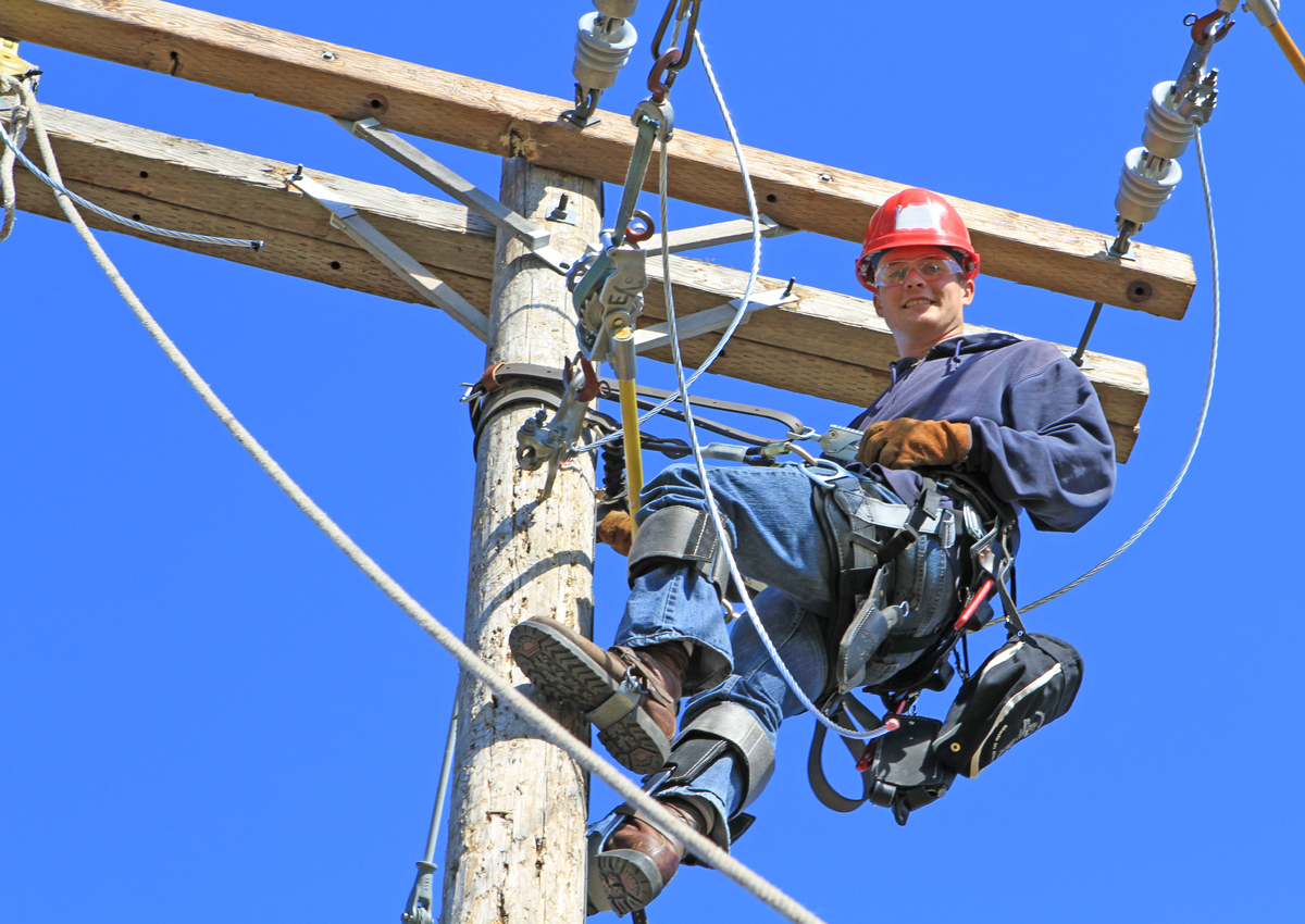Lineworker Student Receives 2 000 Scholarship Dctc News