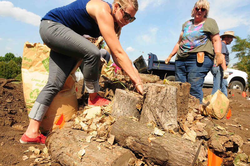 Ann Marie Hamel, left, and Wynne Sutton, students at Dakota County Technical College in Rosemount,  build a Hugel Kultur bed for growing plants and vegetables, as part of their class in Sustainable Food Systems, a 27-credit  certificate that is part of the Landscape Horticulture program, photographed on Wednesday, September 4, 2013.   (Pioneer Press: Scott Takushi)