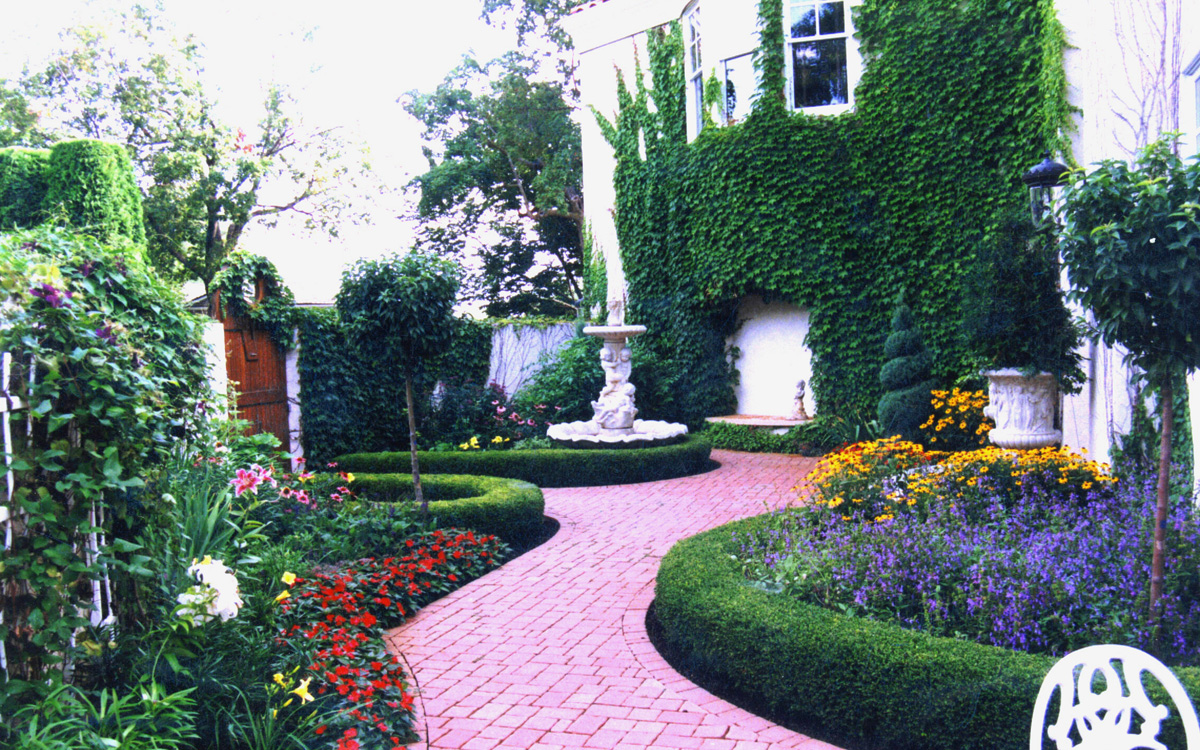 Landscape Designer Daryl Melquist Courtesy of Bachman's, Inc.